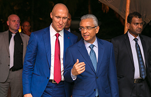 Andrey Dashin and Mauritian Prime Minister Pravind Jugnauth